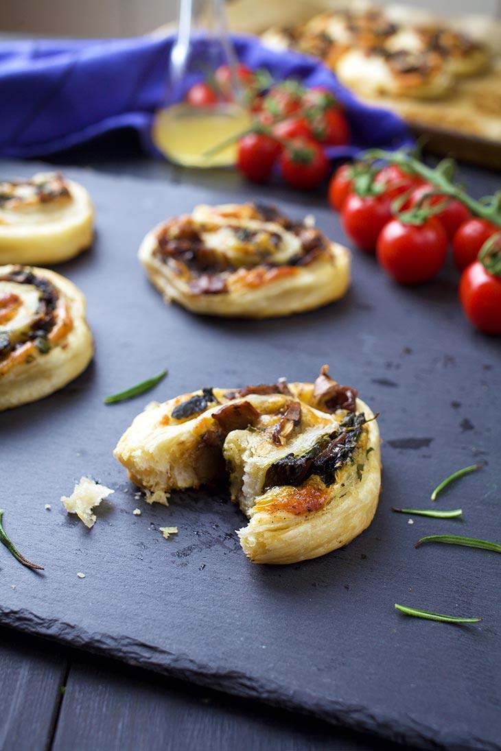 quick Vegan Mushroom Pinwheels Pateuri cu ciuperci