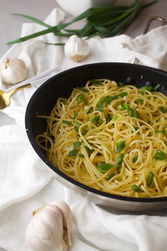 asian garlic noodles taitei cu usturoi