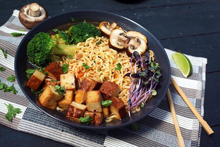 Ramen vegan cu tofu