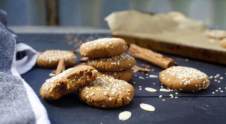 tahini cookies with sesame