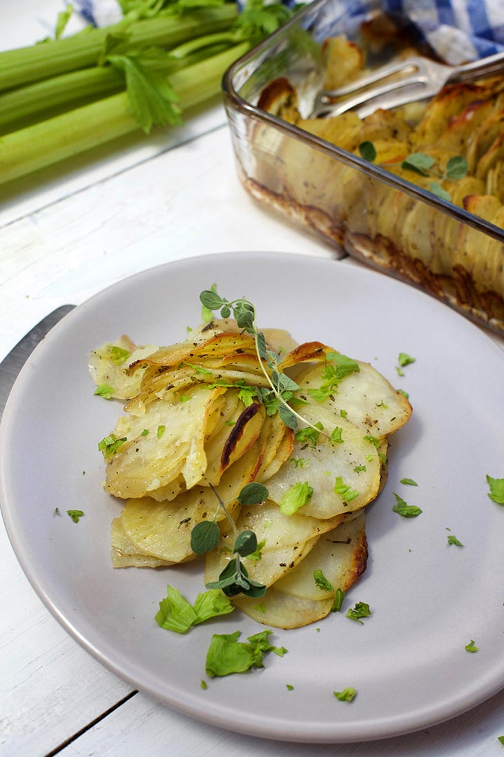 Cartofi aurii la cuptor de post