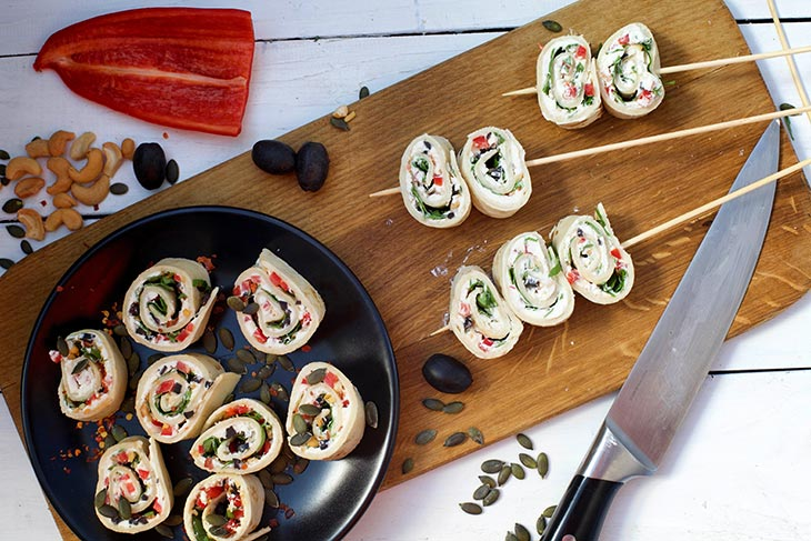 Vegan tortilla roll ups Rulouri din tortilla Rulouri aperitiv