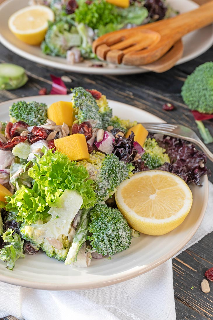 Salata de broccoli low carb
