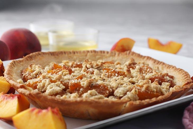homemade peach crumble pie