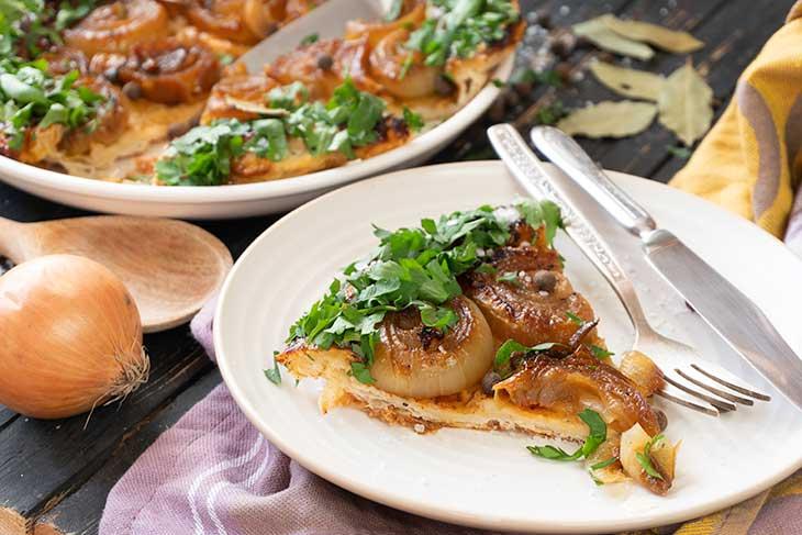 Vegan Onion Tart serving Tarta cu ceapa