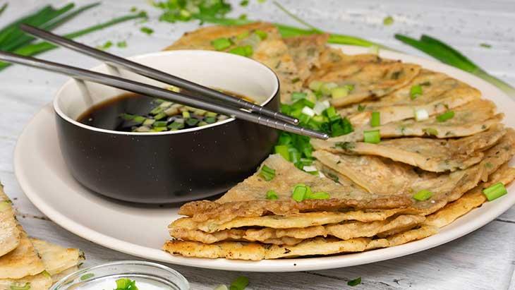 Clatite cu ceapa verde asiatice