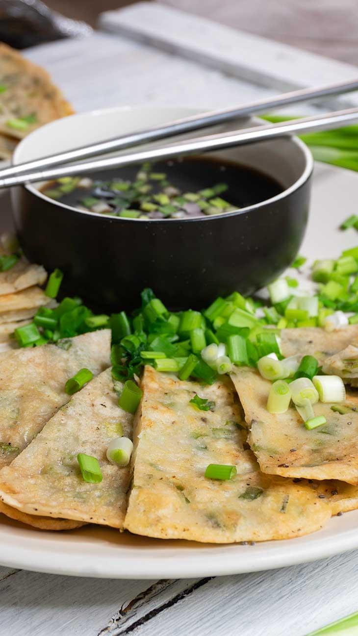 Clatite cu ceapa verde si soia