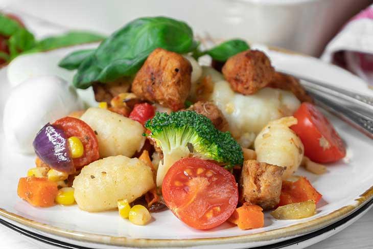 Caserola cu gnocchi si legume la cuptor