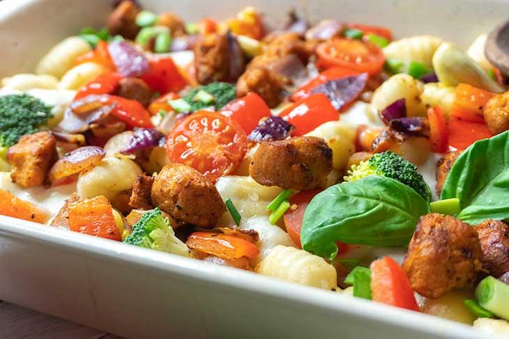 Caserola cu gnocchi si legume vegana