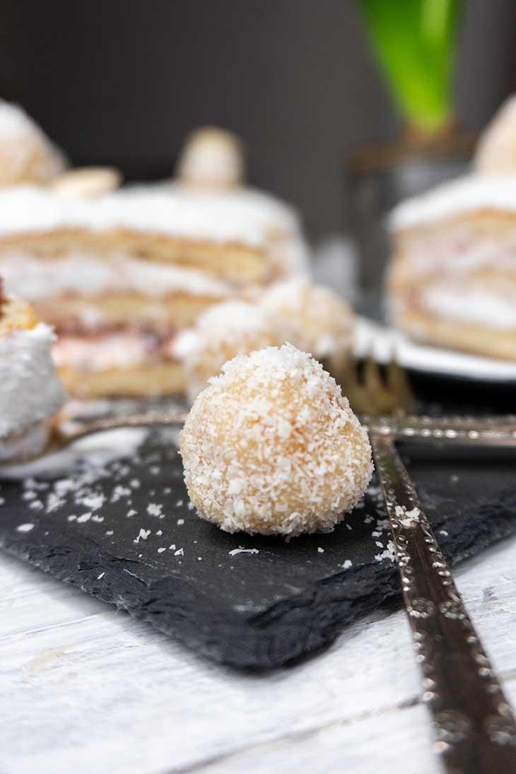 Tort Raffaello cu cocos reteta de post