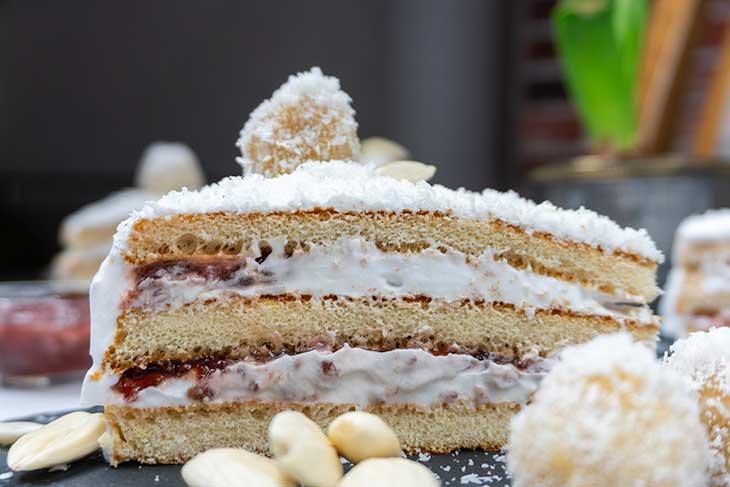 Tort Raffaello cu zmeura