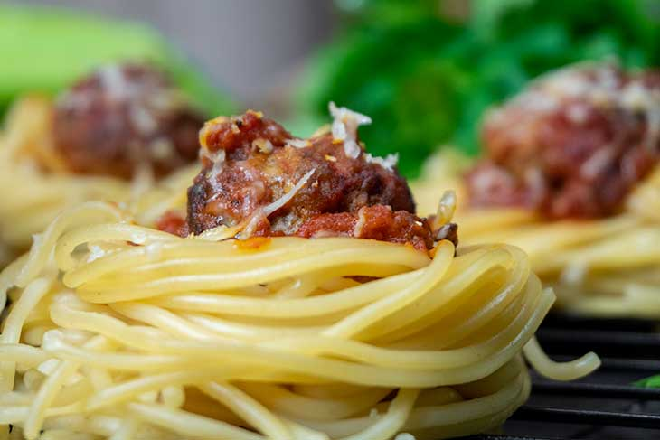 Vegetarian Spaghetti 'Meatball' Cups