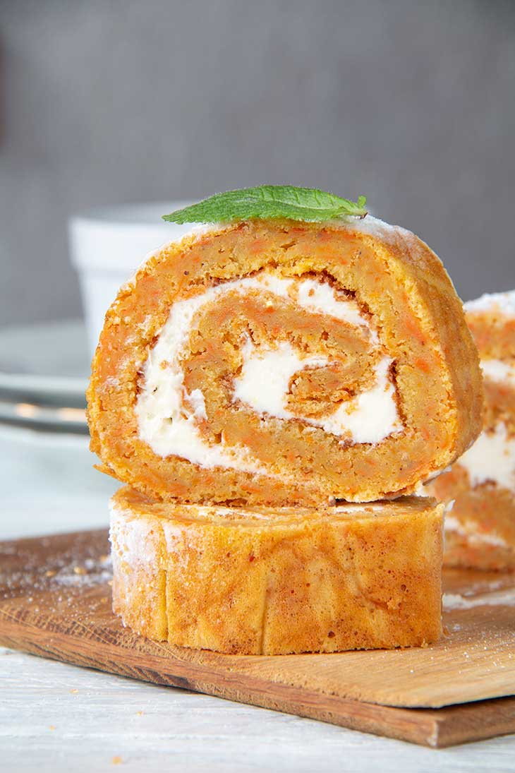 Easy Carrot Cake Swiss Roll