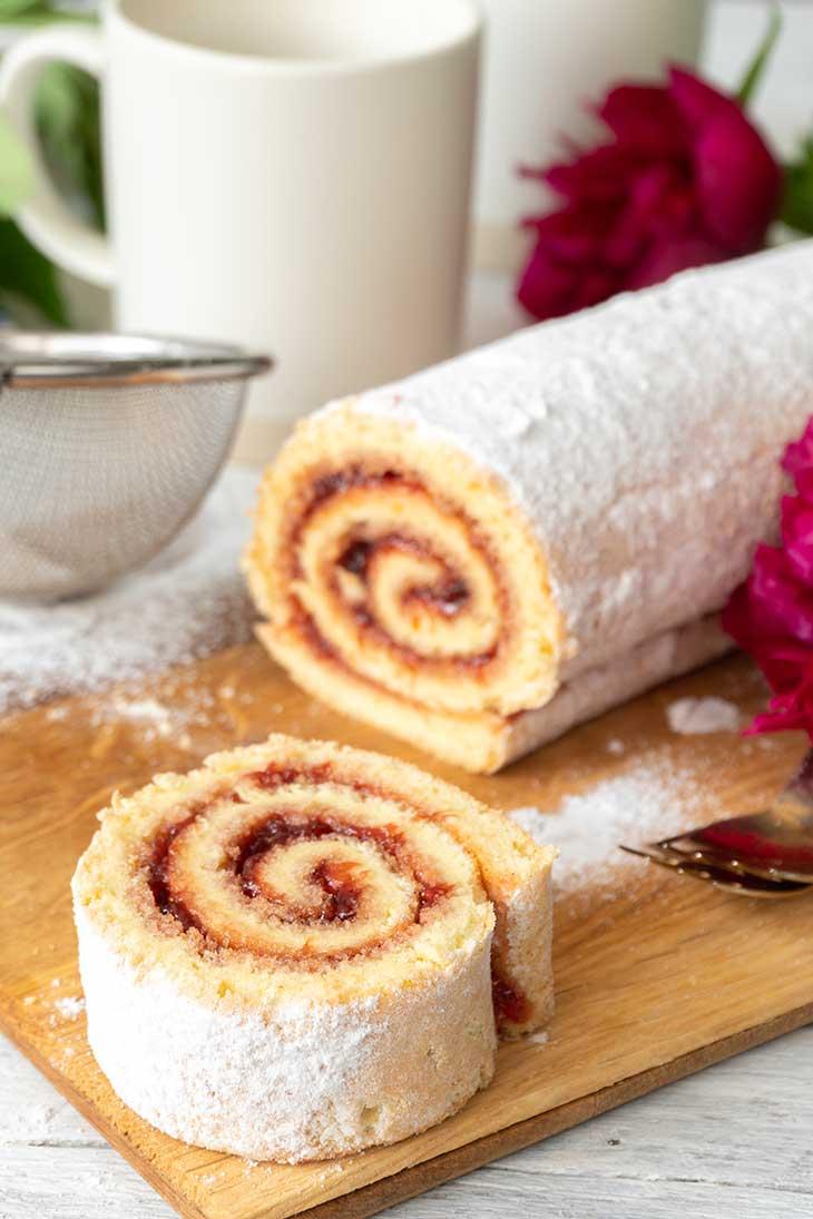 Vanilla Swiss Roll with Jam