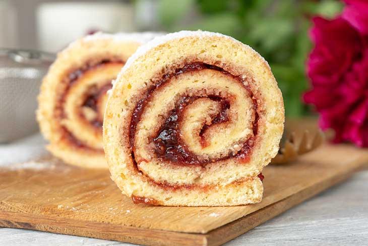 Vanilla Swiss Roll with Jam rulada de vanilie cu gem