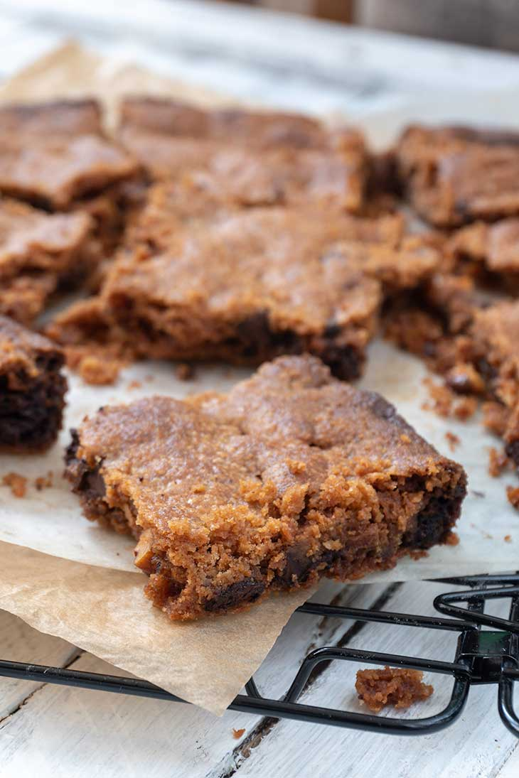Vegan Chocolate-Chip Blondies Dessert