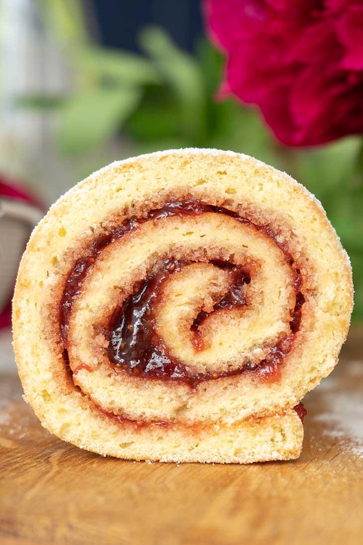 Vegan Vanilla Swiss Roll with Jam recipe
