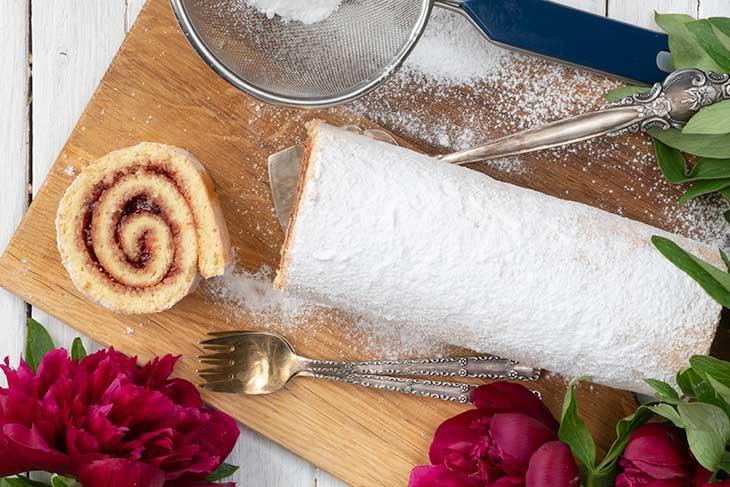 Vegan Vanilla Swiss Roll with Jam homemade