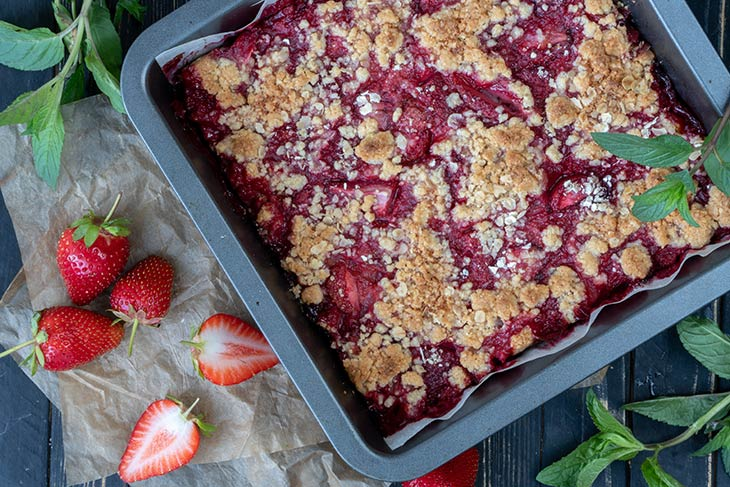 Strawberry Crumb Bar at home