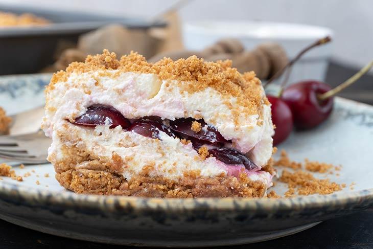 Vegan No-Bake Cherry Cake tort cu cirese