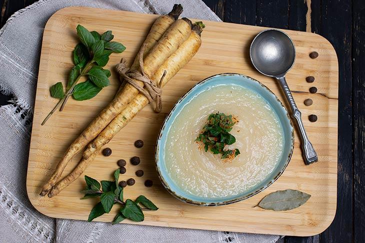 Cream of parsnip soup supa de pastarnac