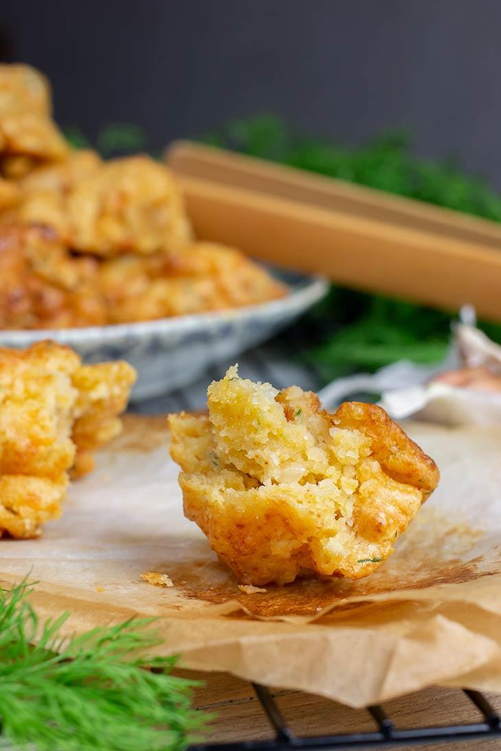 Biscuiti sarati vegani cu usturoi