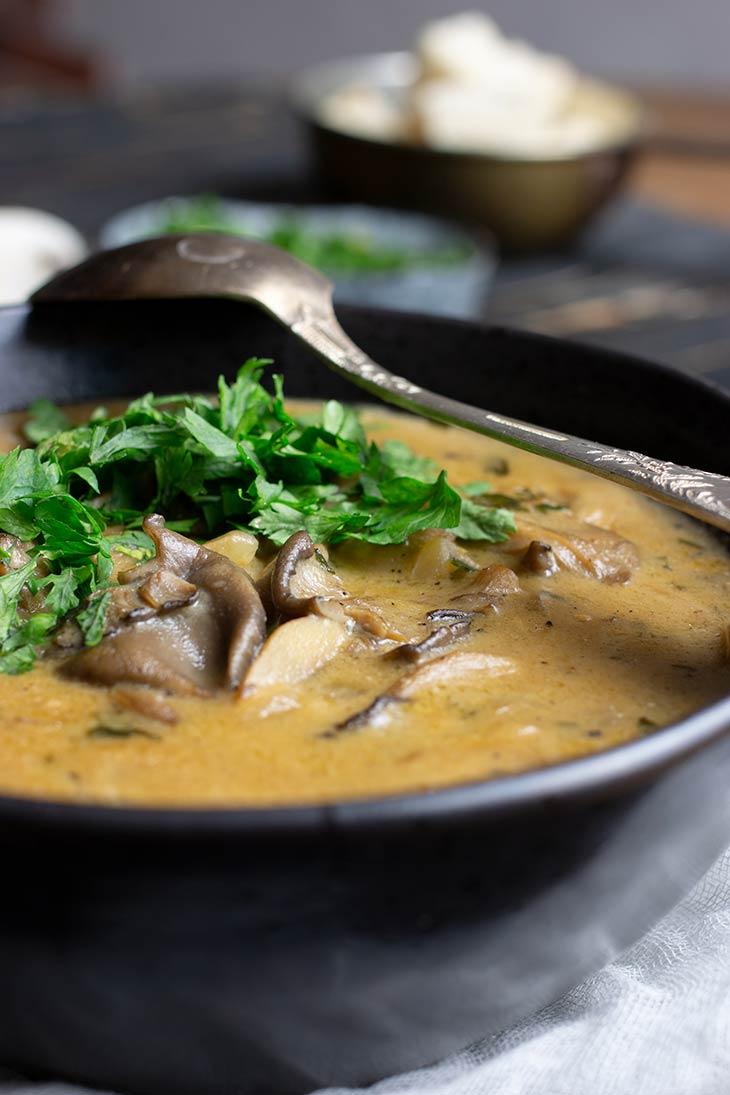 Supa asiatica cu ciuperci