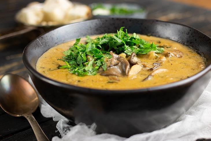 Supa cu mix de ciuperci vegana