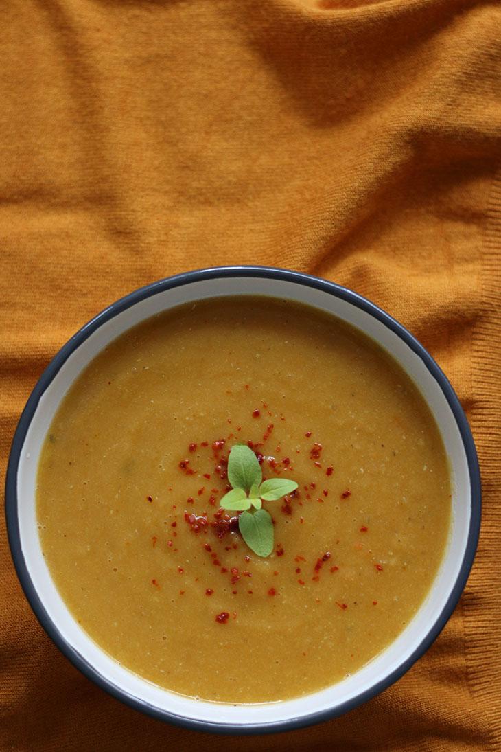Cream of vegetables soup vegan