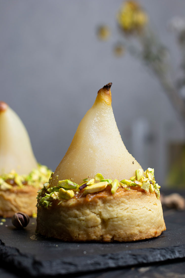 White Wine Poached Pears with Vanilla-Pistachio Blondie Vegan