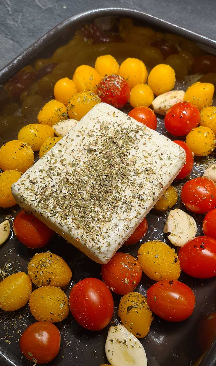 Baked Feta Cheese with Tomatoes Feta la cuptor