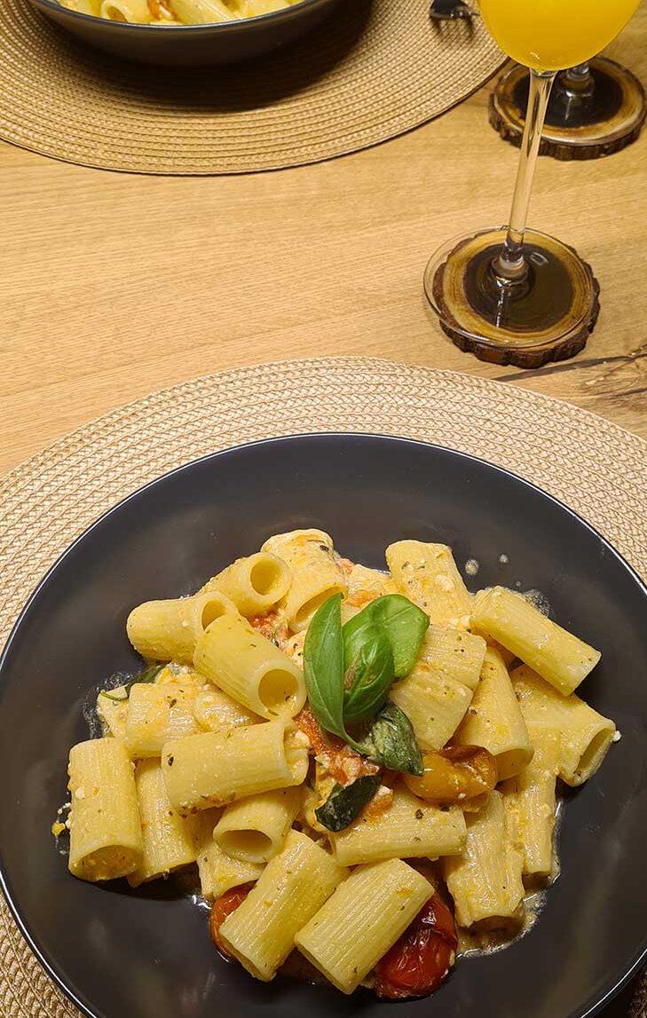 Roasted Tomatoes and Feta Cheese Pasta Recipe Paste cu branza feta si rosii