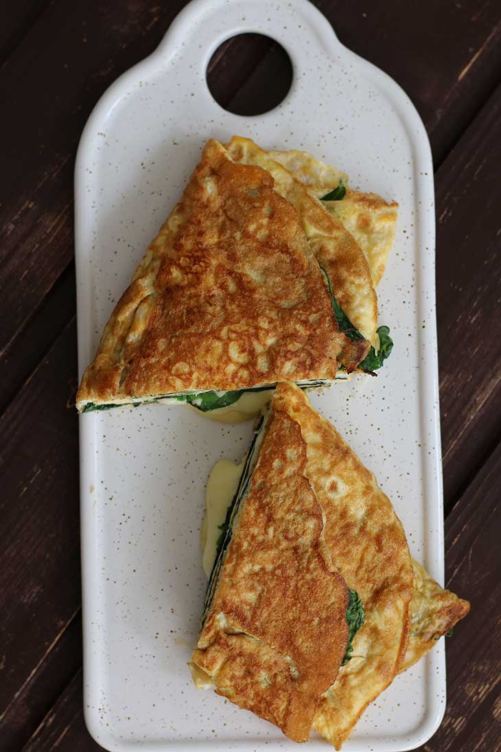 Keto Omelette with Cheese and Spinach