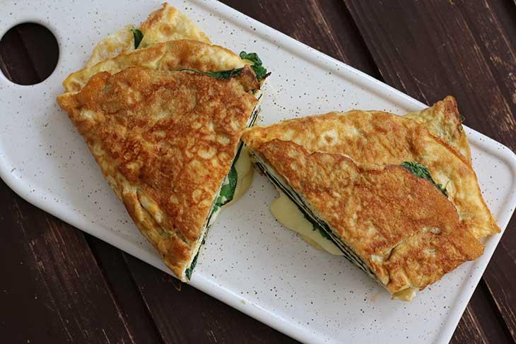 Keto Omelette Recipe Omleta keto cu branza si spanac reteta