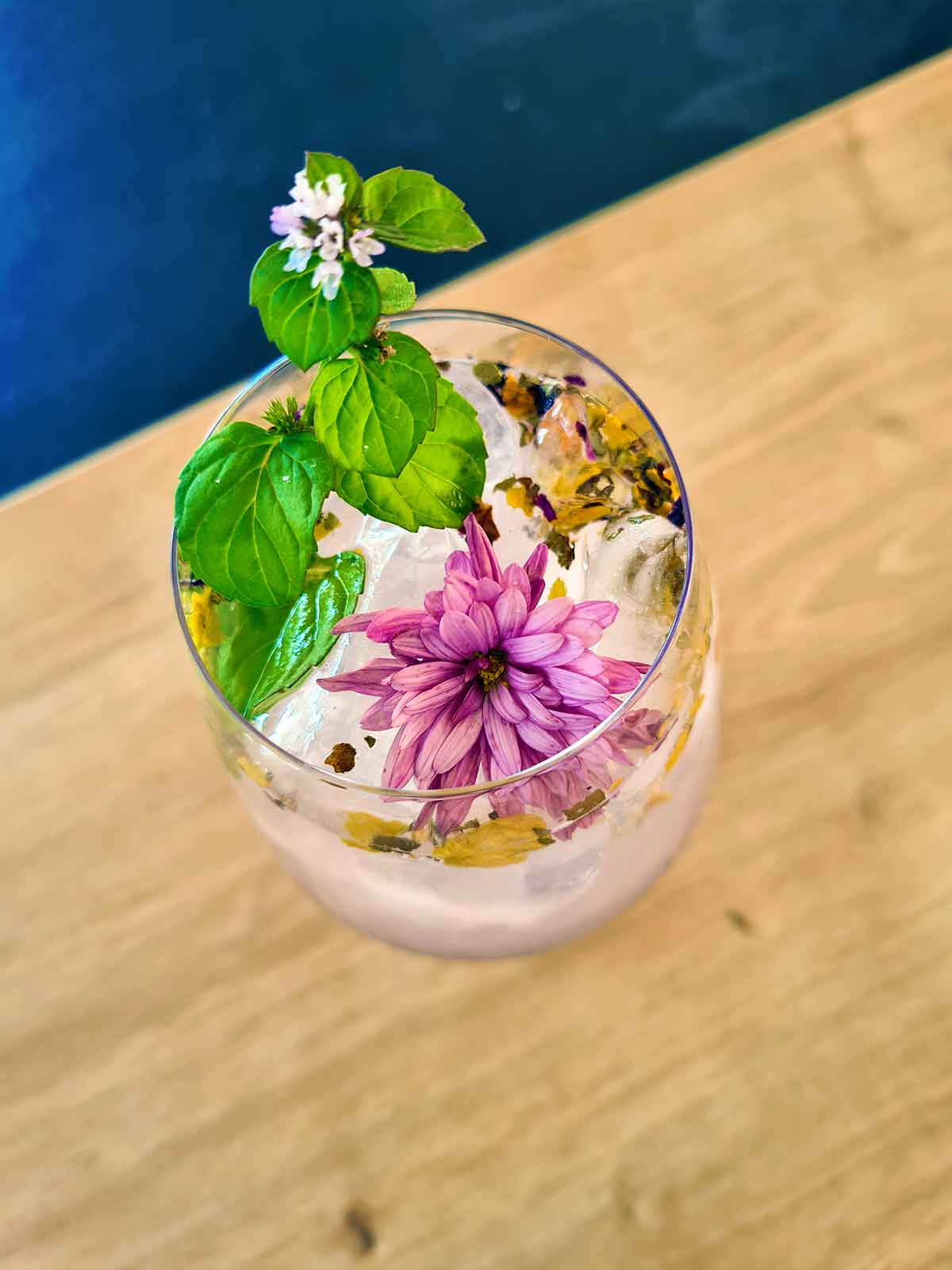 floral gin lemonade