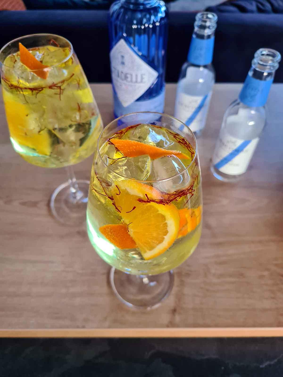 saffron gin tonic cu sofran